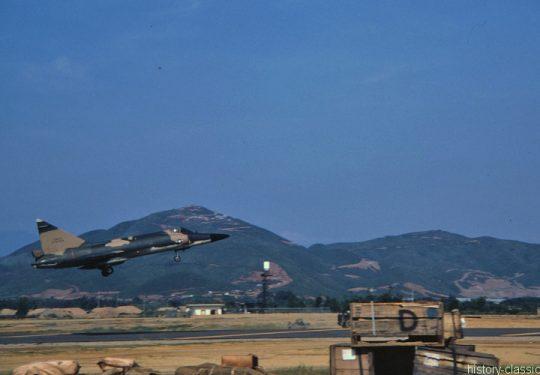 USA Vietnam-Krieg / Vietnam War - Air Base Da Nang - USAF United States Air Force Convair F-102A Delta Dagger