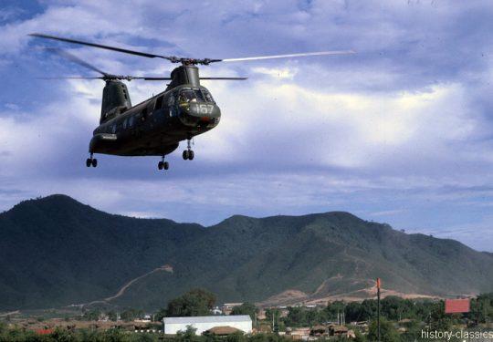 USMC United States Marine Corps Boeing-Vertol CH-46D Sea Knight - USA Vietnam-Krieg / Vietnam War