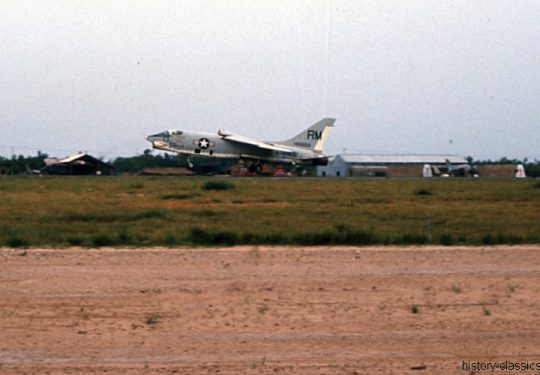USA Vietnam-Krieg / Vietnam War - Da Nang - USMC United States Marine Corps Vought F-8U Crusader