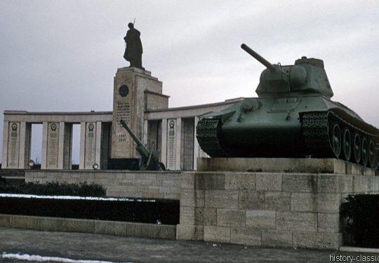 Geteiltes Berlin - Sowjetisches Ehrenmal Berlin Tiergarten