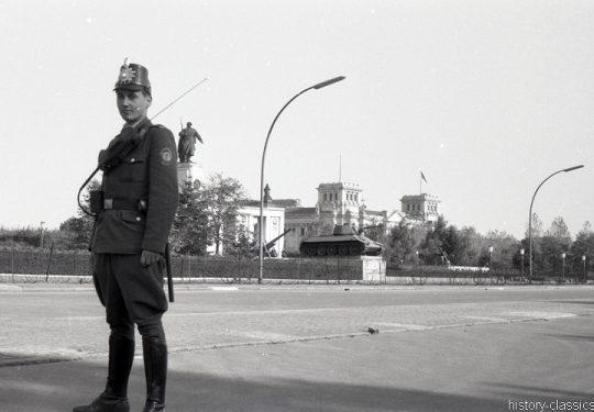 Sowjetische Ehrenmal Berlin Tiergarten