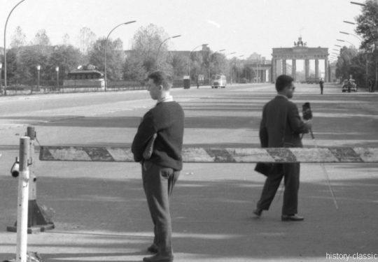 Sowjetische Ehrenmal Berlin Tiergarten und das Brandenburger Tor