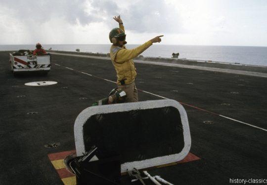 US NAVY / United States Navy Flugzeugträger Kitty-Hawk-Klasse / Aircraft Carrier Kitty-Hawk-Class - USS John F. Kennedy CV-67 - Launch Deck