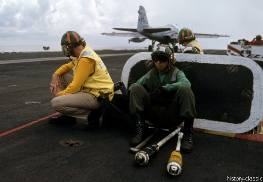 US NAVY / United States Navy Grumman A-6E Intruder - Flugzeugträger  Kitty-Hawk-Klasse / Aircraft Carrier  Kitty-Hawk-Class - USS America CV-66