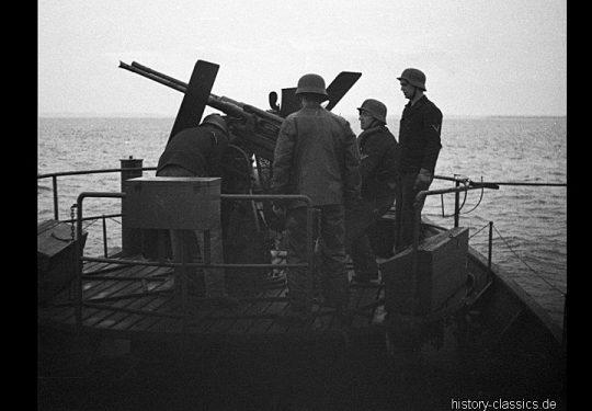 Wehrmacht Kriegsmarine Kriegsfischkutter KFK 55 - Flugabwehrkanone FLAK C/38 2 cm / 20 mm Zwilling