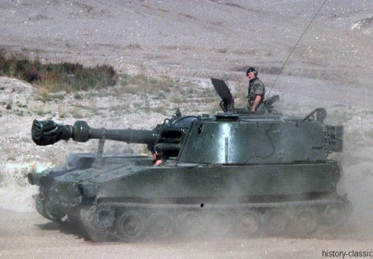 BRITISH ARMY Self Propelled Gun SPG M109 155 mm / 6.1 Inch