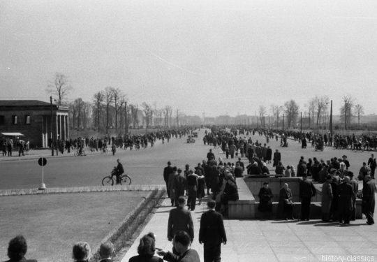 Alliierte Besatzungszone Berlin - 11. November 1945 - Einweihung des Sowjetischen Ehrenmal in Berlin Tiergarten