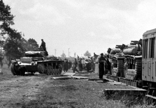Wehrmacht Heer Panzerkampfwagen III PzKpfw III Panzer III Ausf. E  - Panzertransport mit der Deutschen Reichsbahn zur Vorbereitung des Einmarsch und  Besetzung Frankreich