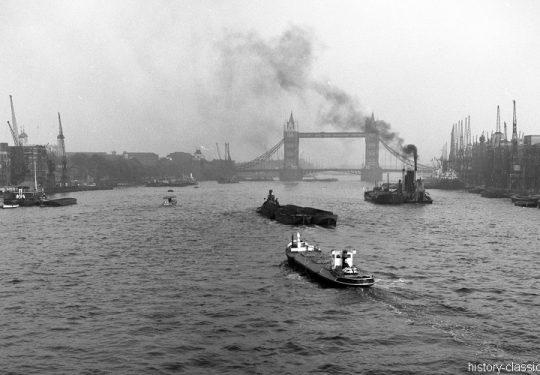 Momentaufnahmen Tower-Bridge London 1940s England