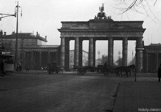 Momentaufnahmen Deutschland 1920 / Snapshots Germany 1920s - Berlin Brandenburger Tor
