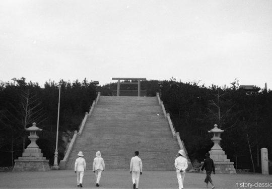 Momentaufnahmen China Tsingtau 1920 / Snapshots Tsingtao 1920s - Japanischer Tempel / Japanese Temple