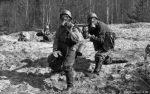 Wehrmacht Luftwaffe Ausbildung mit Gasmasken und MG 34