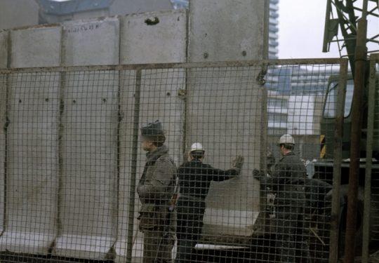 Maueransichten Berlin - Ausbau der Grenzmauer