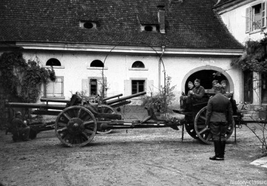 Wehrmacht Heer Armeepferde Pferdegespanne - Artillerie mit Leichter Feldhaubitze leFH 18 10,5 cm