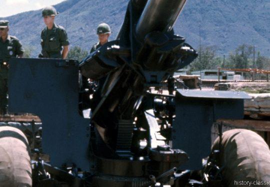 US ARMY / United States Army Schwere Feldhaubitze M114 - M1 155 mm / Heavy Howitzer M114 - M1 6.1 Inch