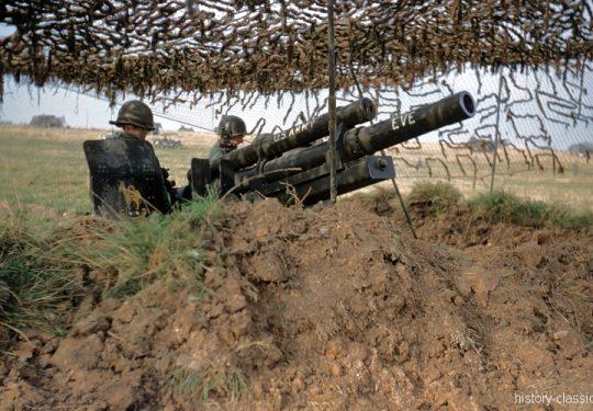 US ARMY / United States Army Leichte Feldhaubitze M101 - M2 105 mm / Leight Howitzer M101 - M2 4.1 Inch