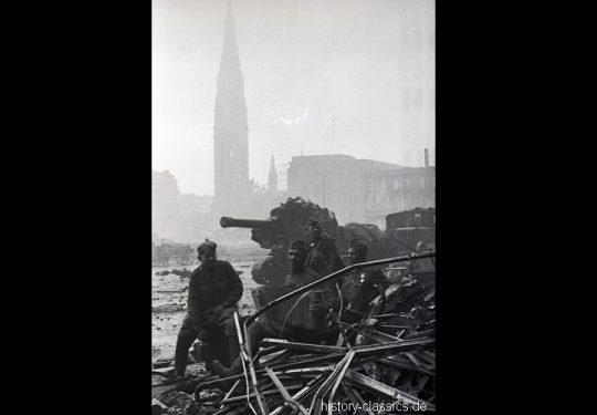 2. Weltkrieg Sowjetarmee / Rote Armee – Kampf und Schlacht um Berlin 30.04.1945 / 30. April 1945 - 203-mm-Haubitze M1931 B-4