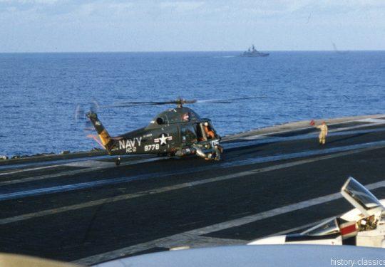 US NAVY / United States Navy Flugzeugträger Kitty-Hawk-Klasse / Aircraft Carrier  Kitty-Hawk-Class - USS America CV-66 - Kaman SH-2 Seasprite / McDonnell Douglas F-4B Phantom II