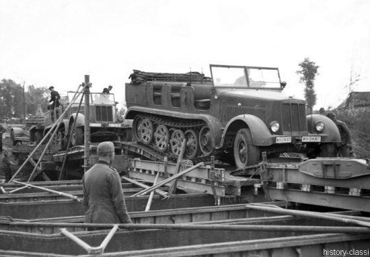Wehrmacht Ausbildung der Brückenpioniere / Brückenbau mit Sd.Kfz 7 Halbkettenfahrzeug / Mittlerer Zugkraftwagen 8 t