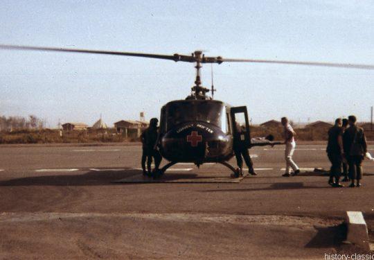USA Vietnam-Krieg / Vietnam War - 24th Evacuation Hospital Long Binh - US ARMY / United States Army  Bell UH-1D