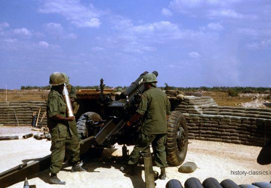 US ARMY / United States Army Leichte Feldhaubitze M101 - M2 105 mm / Leight Howitzer M101 - M2 4.1 Inch - Vietnam-Krieg / Vietnam War
