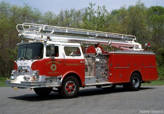 USA US-Fire Truck MACK CF Model 50 Foot Telesqurt
