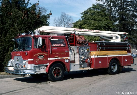 USA US-Fire Truck MACK CF Model 54 Foot Telesqurt