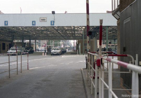 Ehemaliger Grenzübergang Berlin Friedrichstraße - 1990